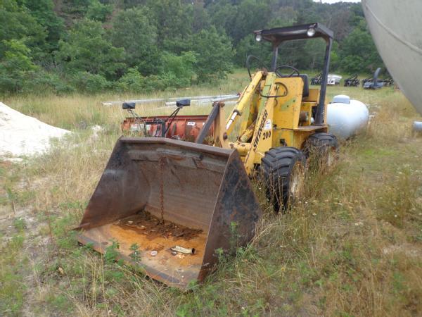 Hydrostactic swinger loader drive